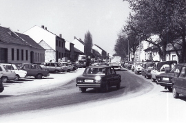 1989 Öffnung des eisernen Vorhang. Verkehr in Zurndorf 7PRO