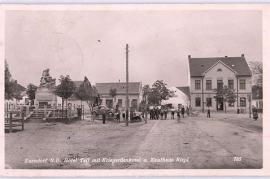 1941 Zurndorf, Hotel Tell mit Kriegerdenkmal u. Kh