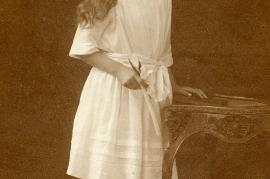 1920er Ersi Popp (verh. Alois Tschur) front 25HW