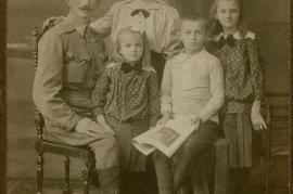 1920er Mr. Popp, Anna Horwath Popp, v.l. Alexander (Gattin Fr. Leisl), Anny (verh.m. W.Edinger),Elisabeth (verh. Alois Tschur), 3HW