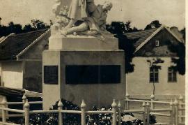 Kriegerdenkmal 1 einst