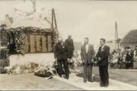 1957 12 2.Kriegerdenkmal Weihe 15.8.1957