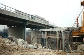 1995 141 Neubau  der neuen Bahnüberführung