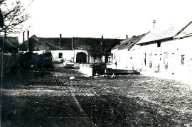 1960  Obere Hauptstr.24 Hofansicht 40MF