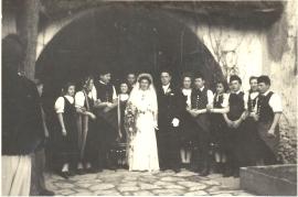 1947 Hochzeit v.l. 2. Diehs R.3. Frank E. 6. Weintritt R. 7. Frank J. 8. Kellermann R. 9. Nagy A.11. Pingitzer P. 12.Schedezky P. 3SZ