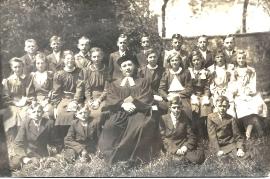 1941 10 Konfirmanden 1.R. Bauhofer, Strobl, Pfarrer Karner, M