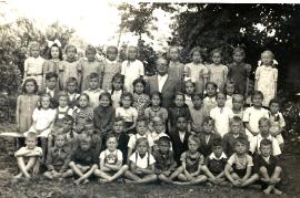 1949 Schulbild, Jahrgang 1941-42 2. Klasse Lehrer Siebenstich 47ZA