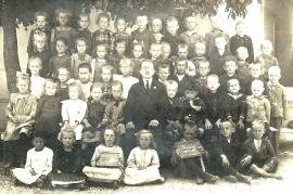 1921 A 173 Schulbild 1921-22 1. und 2. Klasse