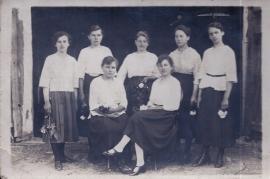 1930er 2. l.o. Fr. Meixner (Mutter v. Traude) unbekannt, 10HJ