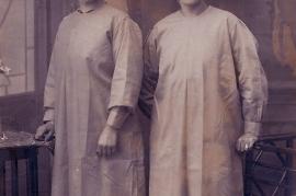 1930er Arbeitskleidung in der Dynamitfabrik Zurndorf, li. Karoline Horvath 20SL