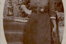 1930er Anna Müllner (Mutter v. E. Dürr) wohnte UH 98 2SL