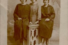 1922 v.l. Magdalena Frank, Theresia Urban (geb. Kauschitz), Elisabeth Frank 2ZI