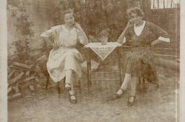 1930 Maria Bauhofer geb. Müllner, Elisabeth Stadler geb. Steiner 3BAUM