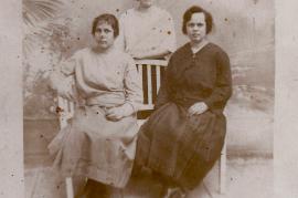 1921 v.l. Susanne Ecker, Lisi Ecker, Theresia Ecker 57DM