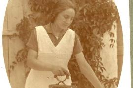 1940 beim Bügeln 57HF