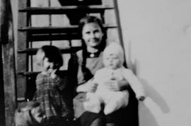 1940 Auf der Stiege v.l. A. Schweigl,  G. Weinstock, A. Weinstock, Pepsch Weinstock .