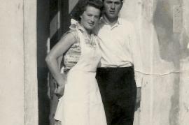1958 Frieda Schusterreiter, unbekannter aus Wien im Gasthaus Redl Wien 10 66SG
