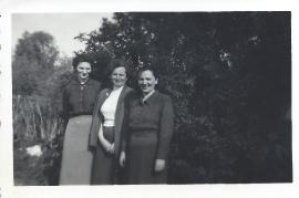 1957 Milly Hutfleß, Maria Weiß, Anna Hutfleß 87WB