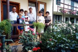 1980er Familientreffen v.l. Hr. Harmat Fam. Kieszler, ?, Fr. Harmat, 37HR