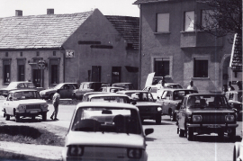 1989 Öffnung des eisernen Vorhang. Verkehr in Zurndorf 3PRO